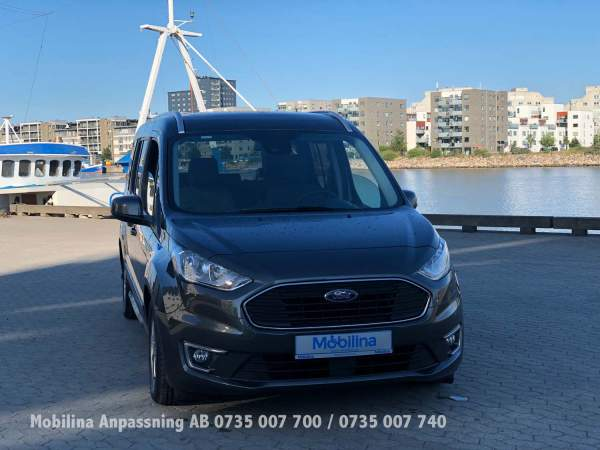 2020-09/ford-grand-connect-golvs-nkt-mobilina-anpassning-ab-3